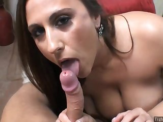 A Tempting Housewife gives oral sex - housewife