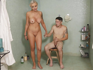 I can't believe my stepmom riding my cock applicable now!