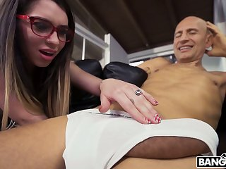 Perverted bald neighbor seduces Joseline Kelly to fuck her bedraggled pussy doggy