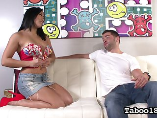 Filipino curvy babe Mia Li gives a splendid tugjob alongside her pioneering client