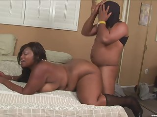 Chubby ebony mature deep fucked on cam by a horny male