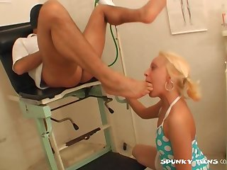 Dostor puts his massive dick in sexy blonde slut Petra Q in be passed on wind