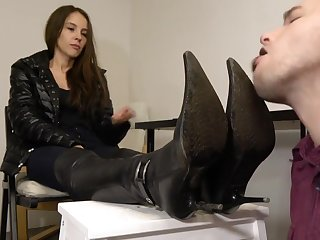 Under Girls Feet-slave Dirty Axe Cleaning
