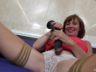 Amateur granny Dana Beranova spreads her legs to masturabate
