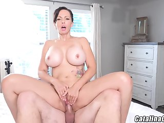 Catalina Cruz - Juicy Housewife Catalina Cruz Bounces Ass Screwing Cock