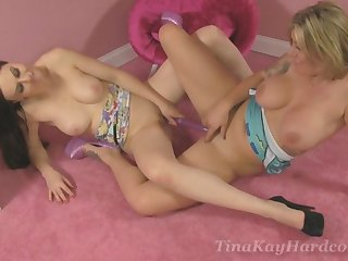Tina Kay freely permitted over will not hear of lesbian friend for staggering sex. HD