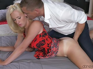 Blue blonde babe gets fingered added to fucked apart from her horny lover