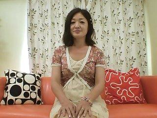 Matured Japanese woman with flimsy pussy masturbating - Chiyo Yamabe