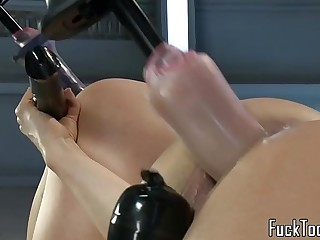 Lesbian babes upside down for dildo gear