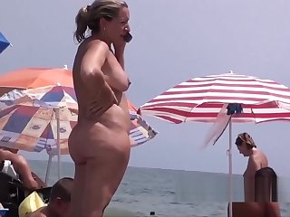 A fast one on Hatless Beach Shower Milfs Hidden Spy Episode 4